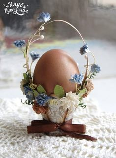 Fill your home with style and joy with our Easter Decoration Ideas. From Easter Baskets to House decor, Bunnies and Beyond, these gift&deco ideas are certain to make your holiday a whole lot happier. Egg Crafts, Easter Crafts, Bunny Crafts, Easter Decor, Hoppy Easter, Easter Eggs, Diy Ostern, Easter Projects, Easter Parade