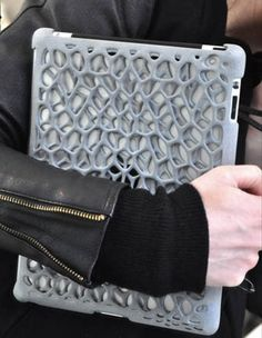 FreshFiber launched 3D printed Macedonia case for your iPad designed by designer Janne Kyttanen. The box spring shock breakers could protect your iPad from bumps and drops.