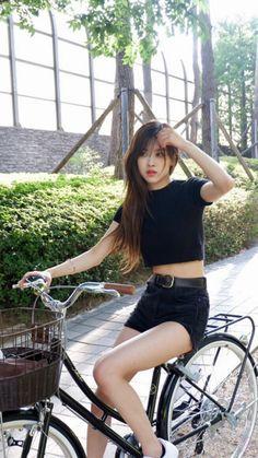 I miss Rosé with bangs Kpop Girl Groups, Kpop Girls, Korean Girl, Asian Girl, Rose Icon, Rose Queen, Rose Park, Blackpink Photos, Playboy