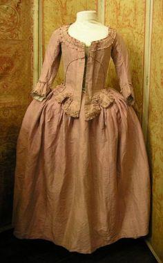 Dress a la polonaise, ca 1780