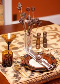 Indaga Home Elements of African Style: Tablescapes. Shared by Career Path Design African Interior Design, African Design, African Theme, African Style, Table Atelier, Africa Decor, Global Decor, Ethnic Decor, African Home Decor