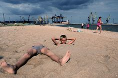 Ksenia Tsykunova was born in 1986 in Moscow and is photographing since In 2013 she won a Miami Street Photography Festival prize. Photography Contests, Photography Workshops, Photography Projects, Video Photography, Digital Photography, Street Photography, Best Street Photographers, Miami Street, Photographer Portfolio