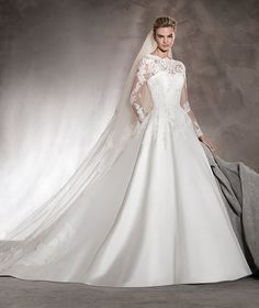 Alhambra - Wedding dress with long sleeves, princess cut and lace