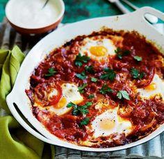 Unser beliebtes Rezept für Shakshuka (gebackene Eier in Paprika-Tomaten-Sugo) und mehr als 55.000 weitere kostenlose Rezepte auf LECKER.de.