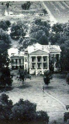 Belle Grove Plantation in LA and I can only imagine how beautiful it was back in the day and still is! Old Southern Plantations, Southern Plantation Homes, Louisiana Plantations, Southern Mansions, Southern Homes, Plantation Houses, Louisiana Homes, Old Mansions, Abandoned Mansions