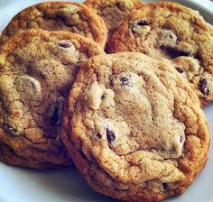 Découvrez comment faire des biscuits faciles à la ... Biscuits Croustillants, Cookie Desserts, Cookies Et Biscuits, Baking Tips, Biscuits Faciles, Muffins, Food And Drink, Sugar, Aide