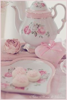 Shabby Chic Ideas Party Ana Rosa 24 Ideas For 2019 Vintage Tea, Vintage Party, Dresser La Table, Decoration Shabby, Teapots And Cups, Tea Service, My Cup Of Tea, Rose Cottage, Chocolate Pots