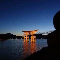"""""""今日の宮島のライトアップされた大鳥居の風景。透きとおった夜空に浮かび上がる朱色の大鳥居が幻想的です。ライトアップは、日没から23時迄。 Miyajima torii of night view."""" Photo taken by @tomochingram on Instagram, pinned via the InstaPin iOS App! http://www.instapinapp.com (06/03/2015) #shrine #hiroshima #japan #nightview #torii"""