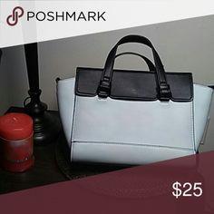 Zara Trafaluc Purse Very fashionable Zara Trafaluc purse, clean interior and exterior. A great addition to your purse collection. Zara Trafaluc  Bags