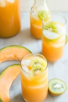 Melon and Kiwi Agua Fresca Cantaloupe Melon and Kiwi Agua Fresca - easiest thing ever to make and tastes so fresh and clean.Cantaloupe Melon and Kiwi Agua Fresca - easiest thing ever to make and tastes so fresh and clean. Juice Smoothie, Smoothie Drinks, Healthy Smoothies, Healthy Drinks, Smoothie Recipes, Papaya Juice, Lime Juice, Fruit Juice Recipes, Celery Juice
