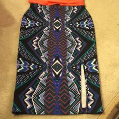 Bisou Bisou midi tight skirt NWOT, very form fitting, super colorful, will look good with any color shirt. Tea-length, not midi. Bisou Bisou Skirts Midi