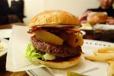 ファイヤーハウスといえばアップルバーガーと決まっているので今夜はベーコントッピング #meallog #food #foodporn #burger #burger_jp #ハンバーガー #