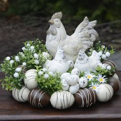 How to make a nest in 5 easy steps! Deco Floral, Arte Floral, Diy Osterschmuck, Decoration Vitrine, Easter Table Decorations, Easter Centerpiece, Easter Flowers, Egg Decorating, Easter Wreaths