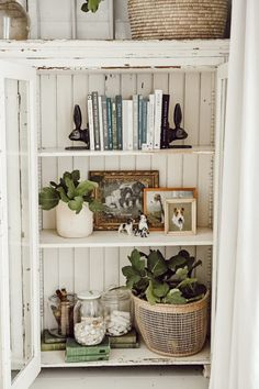 Styling shelves is one of my favorite things to do whenever I'm looking for a way to change up our home. This cabinet has been one of my favorites to style ever since we got it a few months ago! I usually switch up our shelves for each season but[. Diy Home Decor, Room Decor, Living Room Shelf Decor, Bedroom Shelves, Ikea Shelves, Closet Shelves, Hanging Shelves, Kitchen Shelves, Room Art