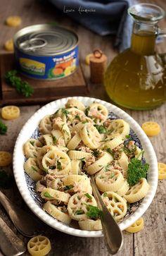 Salata de paste cu ton Sunfood Good Food, Yummy Food, Delicious Recipes, Tuna Salad Pasta, Food And Drink, Vegetarian, Favorite Recipes, Vegan, Healthy