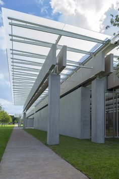 Pavilion by Renzo Piano in the Kimbell Art Museum. Photography © Robert Polidori. Click above to see larger image.