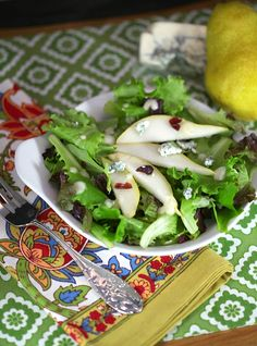 Gorgeous & healthy salad -Healthy, low calorie and fat - Pear Walnut Blue Cheese Salad www.fooddonelight.com