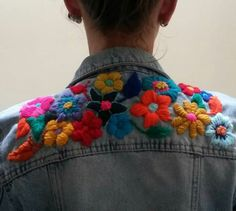 Bordado diy crafts for adults - Diy Diy Embroidery, Cross Stitch Embroidery, Embroidery Patterns, Embroidered Denim Jacket, Embroidered Clothes, Diy Broderie, Outfit Trends, Mode Style, Diy Clothes