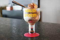 taça de sorvete feita com garrafa de absolut cortada por patrick lehoux Taças inusitadas a partir de garrafas de vidro cortadas (vídeo)