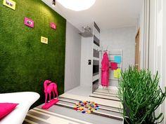Salle de bain avec du gazon synthétique