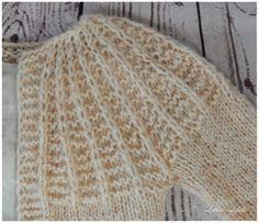 An diesen Cardigan können sich auch Anfänger trauen. Er ist sehr leicht zu stricken und dank der großen Nadeln auch schnell fertig. Du musst die Grundtechniken, wie Maschen anschlagen, abketten, linke und rechte Maschen stricken können. Was dazu kommt sind die tiefgestochenen Maschen, die ich später erläutern werde Du benötigst folgendes Material: - Rundstricknadel 8 mm in 60 cm Länge - Nadelspiel 6 mm und 8 mm - 3 Knäuel Silky Lace Wolle von Katia 159 Piel (super weich und leicht) - 2…