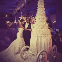 huge wedding cake #wedding #cakes