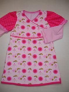 Werkbeschrijving Tricot jurkje FennaWat heb je nodig?Het onderstaand model wordt met minimaal 3 stoffen gemaakt, 2 tricots en 1 katoen). Natuurlijk zijn variaties met 1 of 2 stoffen (tricots) ook mogelijk.