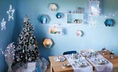 Ambiance #bleu glacé et blanc givré, à peine réchauffée par les lumières froides des guirlances à Led, pour une décoration de #Noël qui ne manquera pas de séduire ceux qui n'ont pas froid aux yeux ! #Alinea