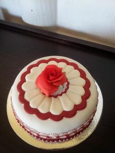 Red rose birthday cake