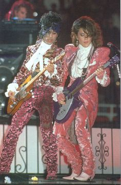 Prince Nelson & Wendy Melvoin on stage - Purple Rain Tour Prince Images, Photos Of Prince, Prince Gifs, Prince Rogers Nelson, The Artist Prince, Grunge, Prince Purple Rain, Paisley Park, Roger Nelson