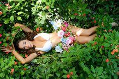 Ph: Lauren Wille Arzabe Production: Lucía Gala #photoshoot #model #fashion #fruit #red #bikini #summer #book #photographer #beautiful #ideas #photoshootideas #bolivia #photographer #miss #missbolivia #missearth #flowers #naturaleza #eva