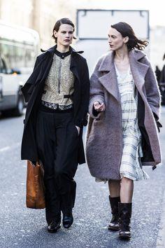 fashionable chats. #SaskiaDeBrauw #offduty in Paris.