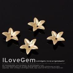 P763 M.Gold-plated 5-petal Flower 4pcs por ilovegem en Etsy