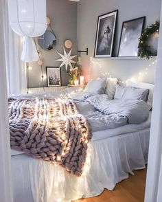 Below are white bedroom ideas that can be used as a source of inspiration for bedroom design and decoration. white bedroom ideas for teen girls decoration style onbudget inexpensive 503206958357724185 Cozy Bedroom, Home Decor Bedroom, Bedroom Furniture, Modern Bedroom, Kids Furniture, Furniture Plans, Bedroom Themes, White Furniture, Bedroom Bed