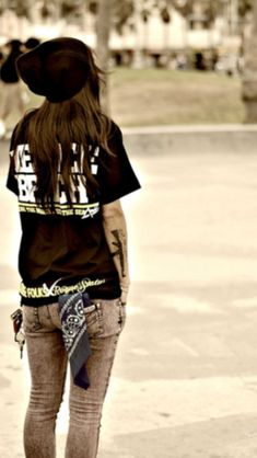 Skater Girl | Casual Outfits for teens | tee shirts | t-shirts | Tshirts | Beanies | Skinny Jeans