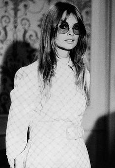 Jean Shrimpton wearing Tiziani, photographed by Bruno Oliviero, 60s And 70s Fashion, Retro Fashion, Vintage Fashion, Hippie Fashion, Style Fashion, Top Models, London City, Kate Moss, Jean Shrimpton