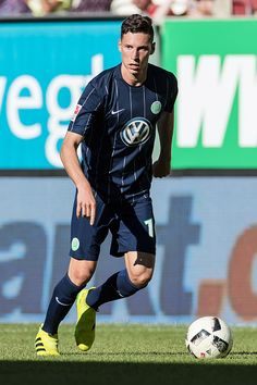 Augsburg Deutschland Bundesliga FC Augsburg VfL Wolfsburg Julian Draxler