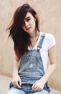 Love this look,  the easy hair and Def the overalls ;-)