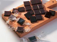 Découvrez la recette Caramels au chocolat sur cuisineactuelle.fr.