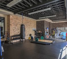 Build an awesome home gym with these inspirational garage gym ideas gallery we have put together. Find the perfect gym equipment for your garage. Garage Gym, Basement Gym, Small Garage, Basement Studio, Garage Doors, Basement Bathroom, Dream Home Gym, Gym Room At Home, Best Home Gym