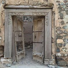 32 Creepy   Abandoned   Broken Windows and Doors - Our World Stuff