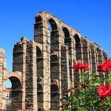Mérida beschikt niet alleen over dit prachtige Romeinse aquaduct, maar ook over een Amfitheater waar ieder jaar een beroemd theaterfestival plaatsvindt in de zomer.