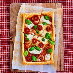 Easy Margherita Puff Pastry Pizza Puff Pastry Pizza, Puff Pastry Sheets, Fresh Basil Leaves, Thing 1, Fresh Mozzarella, How To Dry Oregano, Cherry Tomatoes, Tray Bakes, Vegetable Pizza