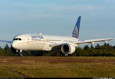 United Airlines N38950 Boeing 787-9 Dreamliner aircraft picture