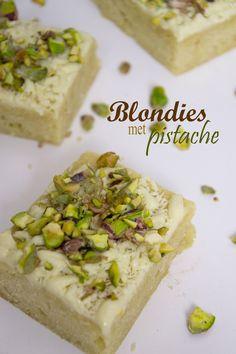 Blondies met pistachenootjes Super Healthy Recipes, Healthy Dessert Recipes, No Bake Desserts, Sweet Recipes, Baking Recipes, Cake Recipes, Food Cakes, Cupcake Cakes, Gourmet