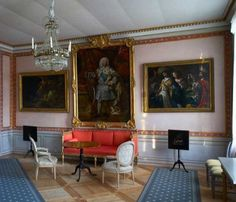 The museum in the Svartå Manor shows the long history of the place. The interior is restored to its original state with its different tiled stoves, Gustavian furniture and of course the original parquet floors.