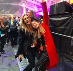 Must-See: Mary-Kate Olsen Dances At The Rolling Stones Concert