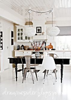 ♥ this gorgeous black dining room / kitchen table