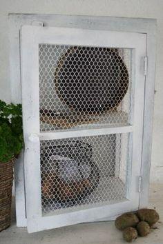 Kastje met gazen deur van JDL, handig als opzetkast op het aanrecht