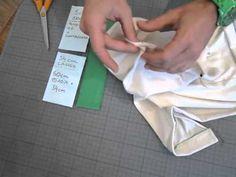 Das sind die wichtigsten Kniffe wie eine Halsausschnitt und ein Armloch von einem Jersey-Shirt verarbeitet werden. --- In diesen und den anderen Videos von W...